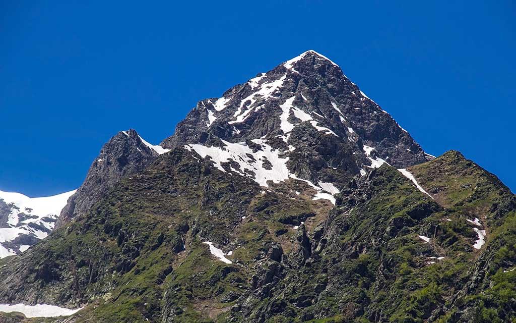 Peak Kap, Dombay